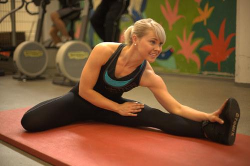Helena Kinnunen stretching
