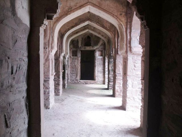 Bhangarh Fort (1).jpg