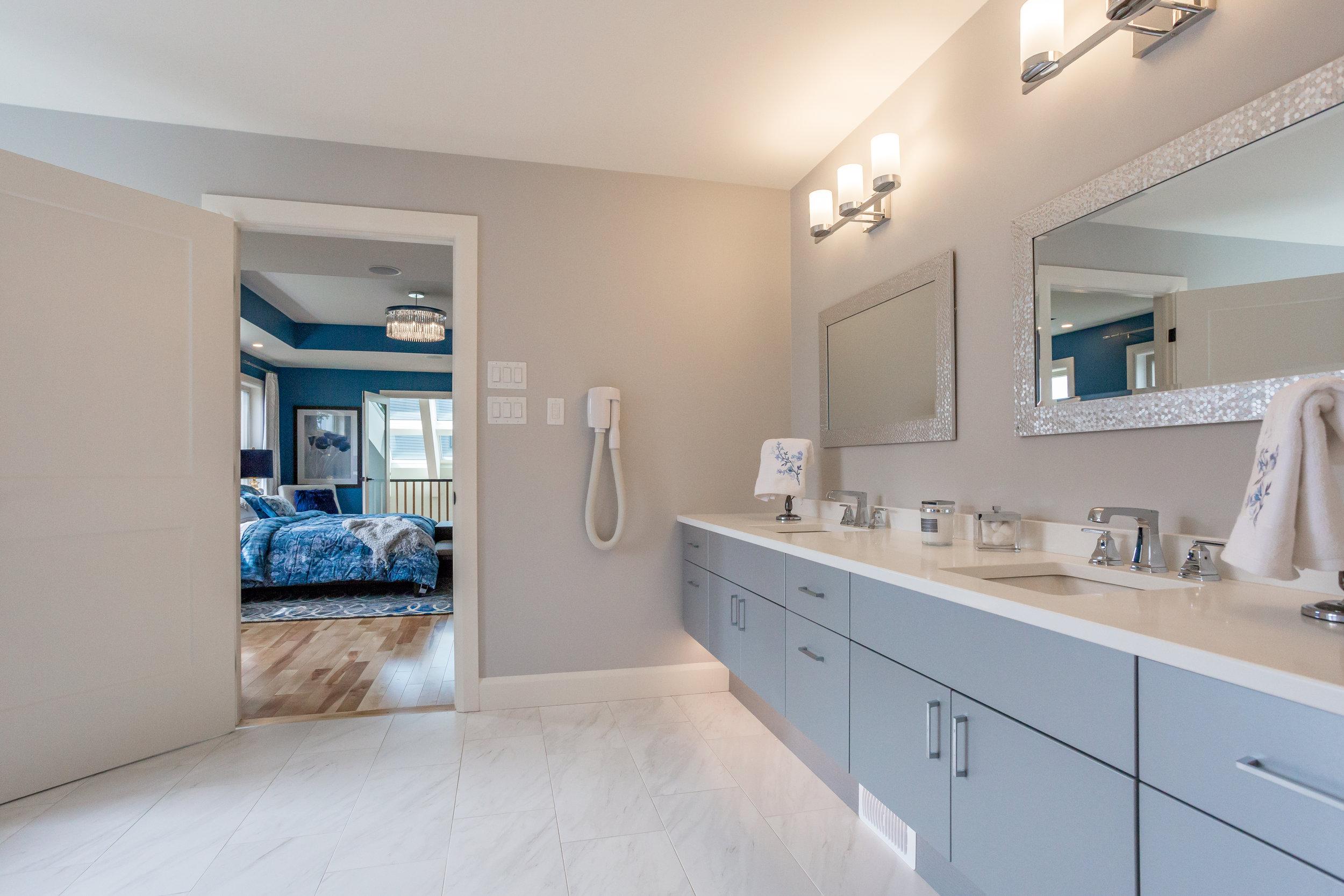 QEII Dream Home - Vanity