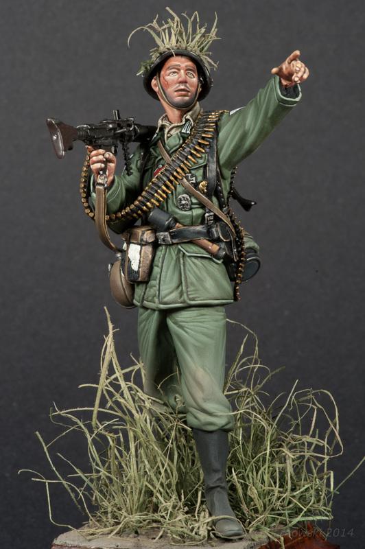 MG34 Machine Gunner Dan Capuano