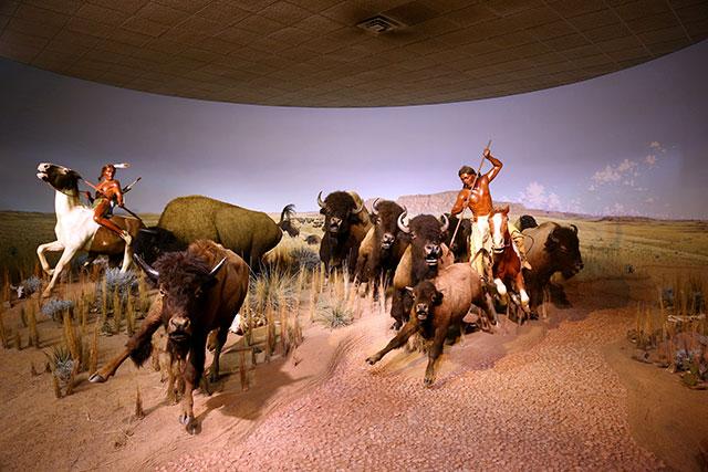 milwaukee-public-museum-bison-hunt.jpeg