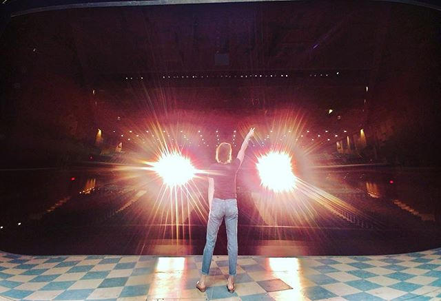 ✌🏻dallas ::: music hall ::: everything's bigger + sweeter in texas // grateful for the wonderful hospitality + the supportive fans . . . . #onwardpiepicture #peaceoutdallas #musichallatfairpark #stagelights #centerstage #dezatthediner #waitresstour #waitressmusical #nextstopftlauderdale