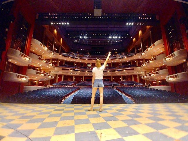 ✌🏻ft. lauderdale ::: broward center ::: sunshine, salty air, beach waves and ocean views. we loved our time here! . . . #onwardpiepicture #peaceout #floridalife #nextstoptampa #waitresstour #waitressmusical #dezatthediner #tourlife #ontothenext #moresunshineplease