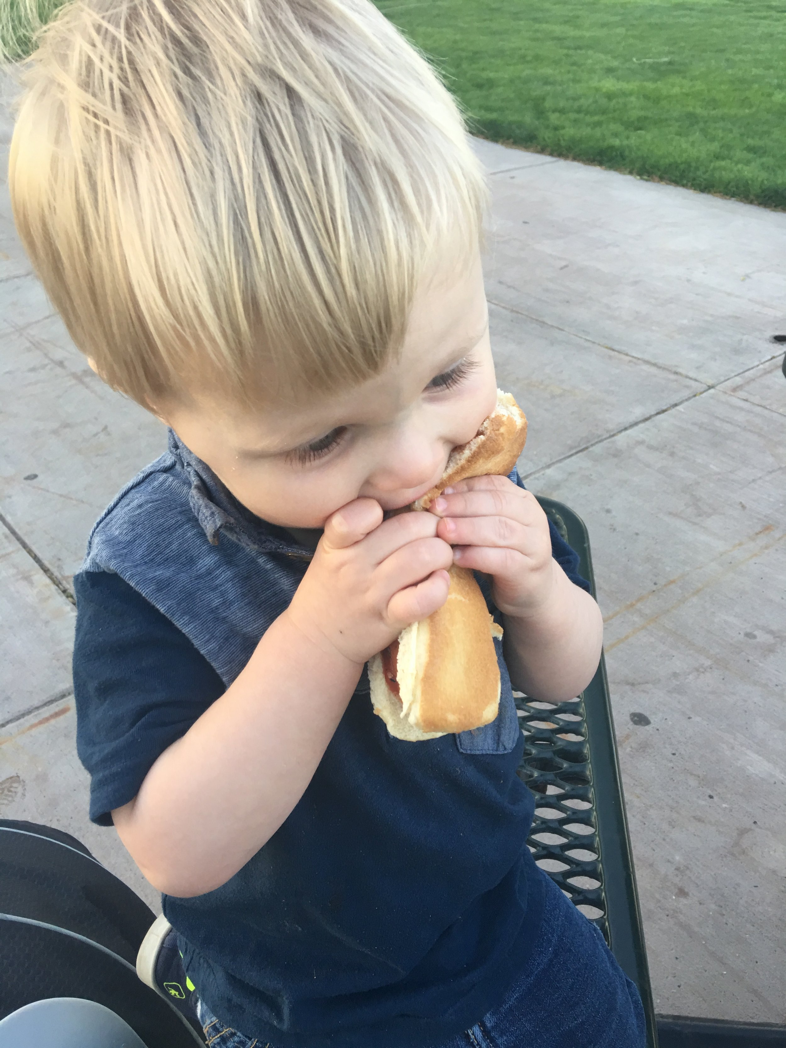 Hotdogs and burgers for dinner in the park!