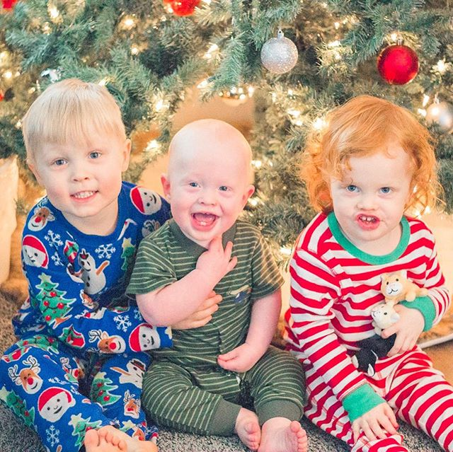 Hope you have all had a lovely Christmas! So thankful for family and good times but most importantly for my Savior Jesus Christ, who has blessed me so very much. �� also I'm dying over Rosie's tricky little facial expression in the last picture 😂😈. . . . . Preset by the amazing @kendrabirdphotography ��