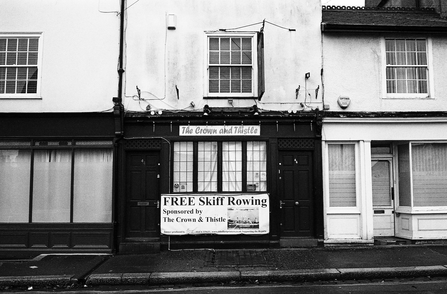 the-crown-and-thistle-gravesend.jpg