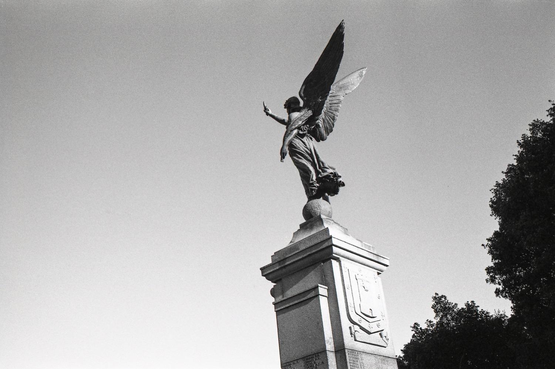 war-memorial-gravesend.jpg
