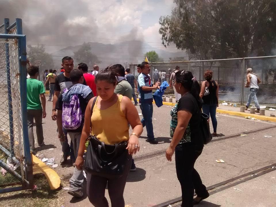 Photo caption: Protest outside of ZIP Bufalo by sweatshop workers, September 2, 2015. Photo by Radio Progreso
