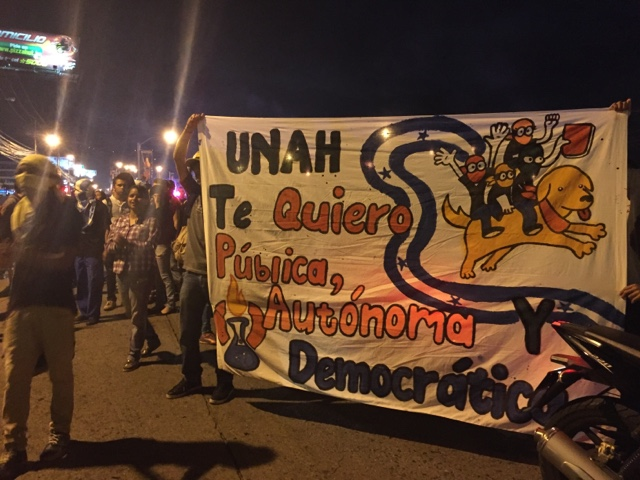 "Photo caption: ""UNAH [national public university], I want (love) you public, autonomous and democratic"""
