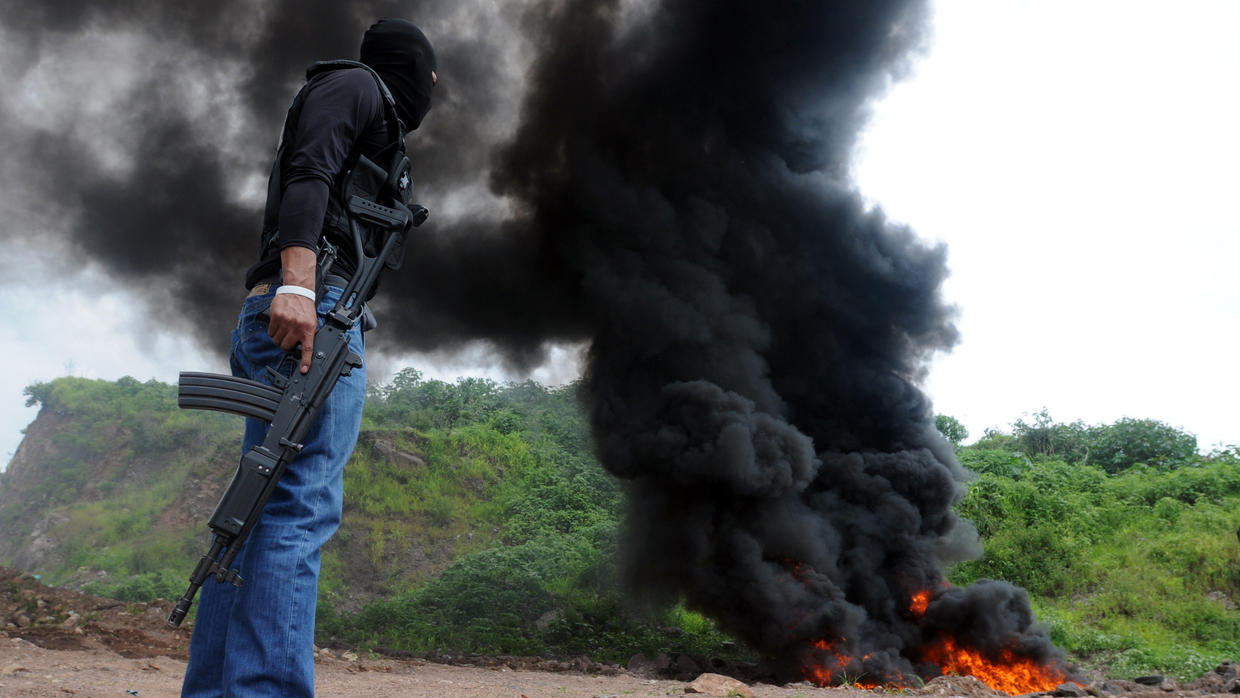Honduran police burns a narco plane in the department of Colon | Photo by AP