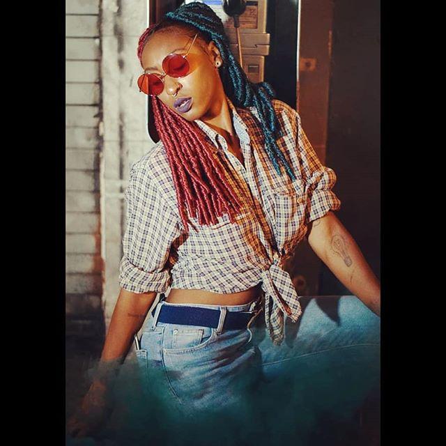 Red 🔴💊. Blue 🔵💊. 📷: @gabydphoto #throwback #tbt #streetmeetla #girlpower #dtla #hollywood #losangeles #actor #model  #performer #mystic #smoke #melaninpoppin
