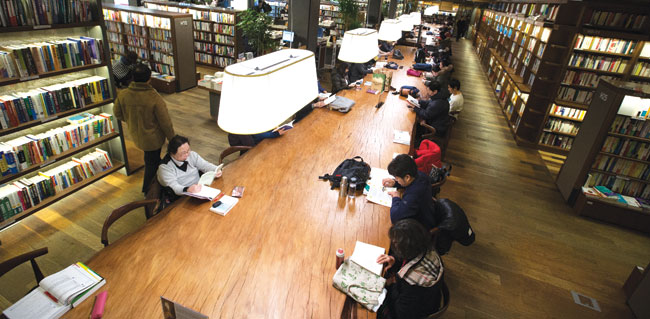 Kyobo Book Centre in Gwanghwamun (Photo by  The Korea Times )