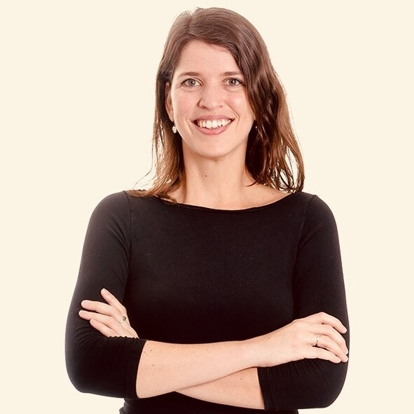 Joana DeConti headshot