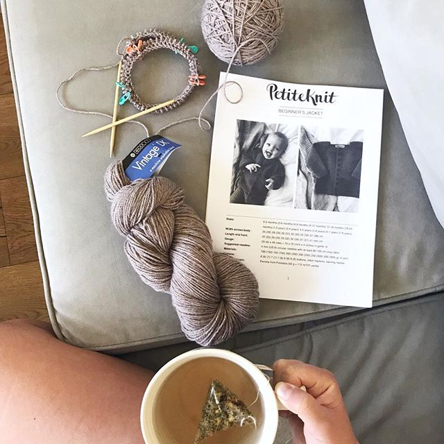 Have you heard of @petiteknit knitting patterns?  I just discovered them and their patterns are 😍 I'm just a wee bit excited about this make for the babe (assuming it turns out 🤓). I got this machine washable Vintage DK yarn from my fave yarn spot @88stitchesyarnshop (not sponsored!  I just love their products and customer service 👍🏻)