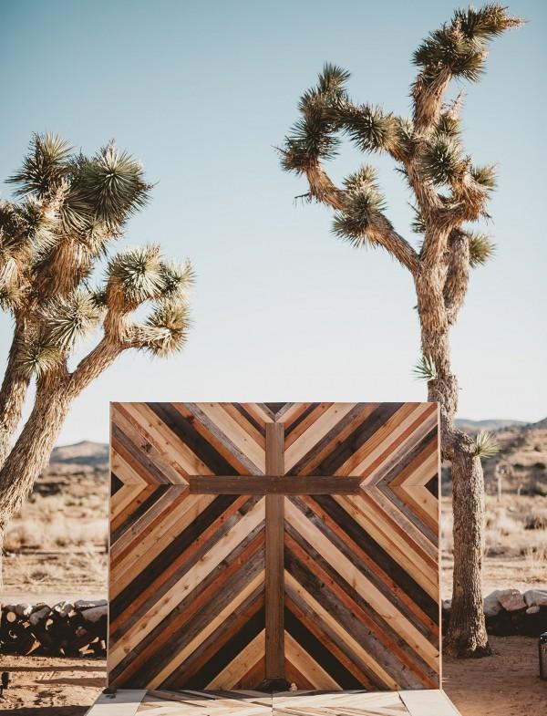 Desert Wooden Pallet Backdrop Details