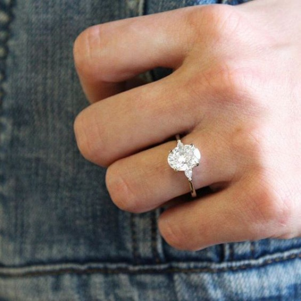 Oval Halo Diamond Engagement Ring with Details
