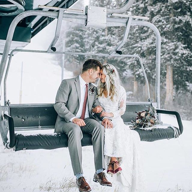 Snowy New Year's Eve Wedding? Yes please!!! More beautiful ideas for a snowy wedding are featured on our blog! Link in profile. Have a fantastic New Year's Eve! 🥂 Inspiration via @dukemoose . . . #bohowedding #bohobride #winterwedding #wedding #brideandgroom #skiing #chairlift #snow #winter