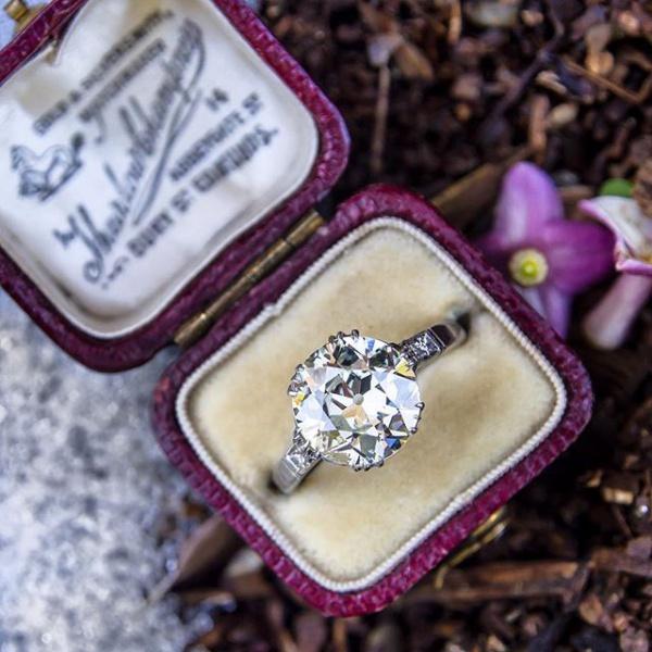 Solitaire Engagement Ring in Platinum