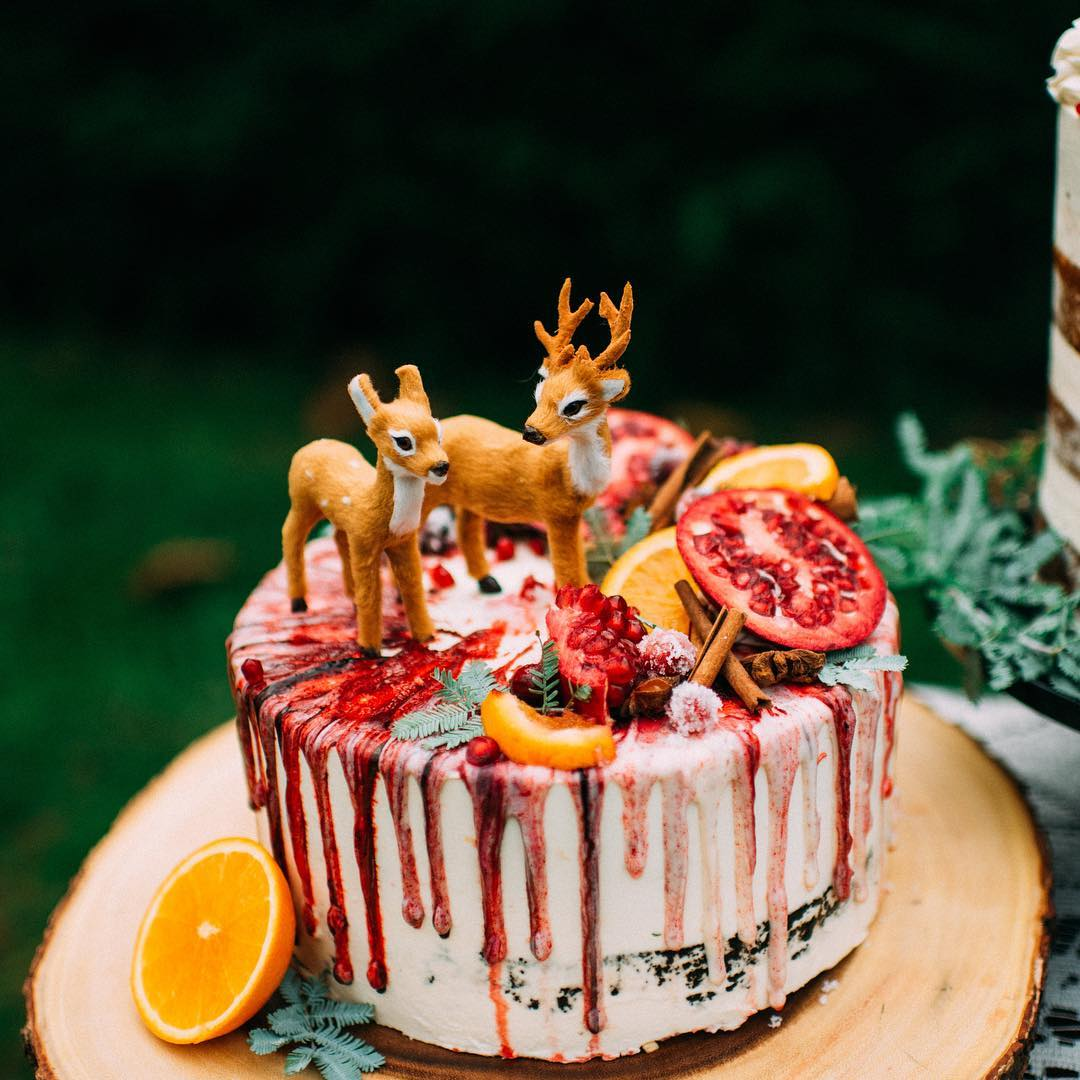 Winter Wedding Cake with Gold Deer