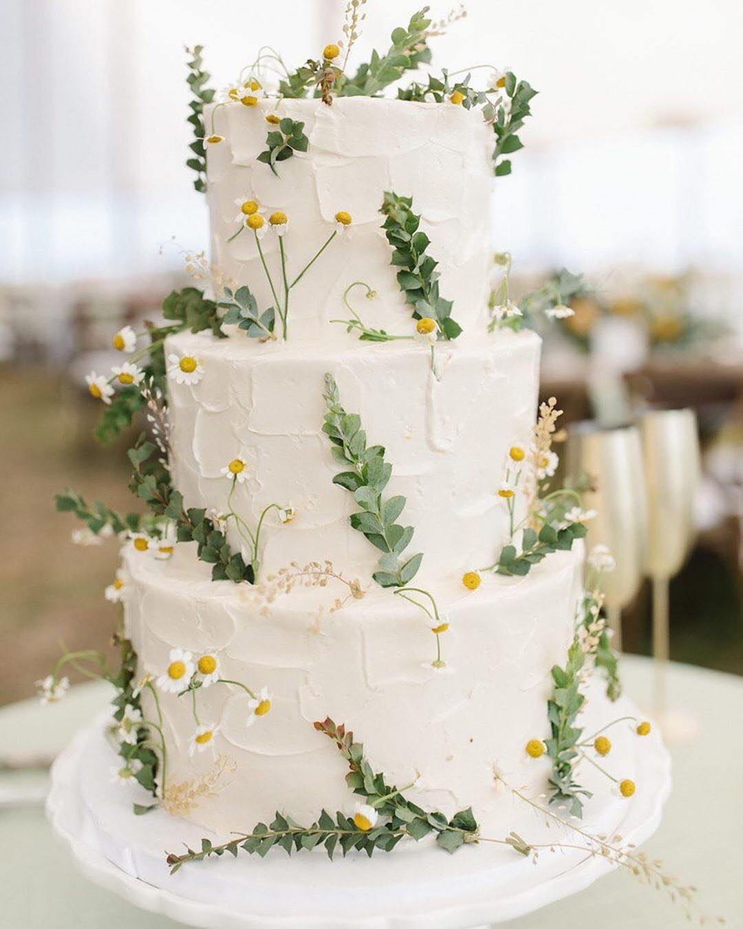 Wedding Cake with Daisies