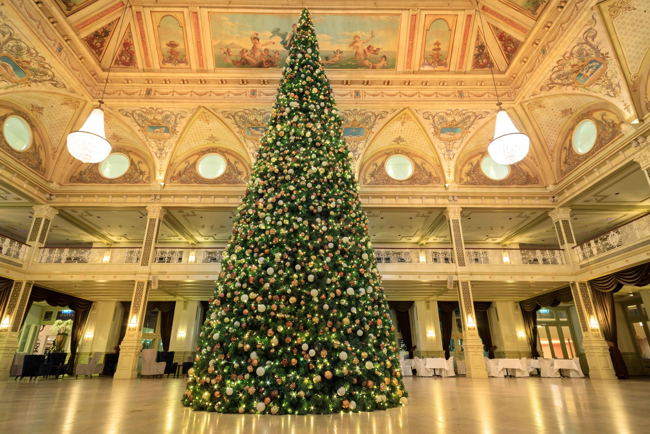 Kurhaus Hotel Kerstboom.jpg