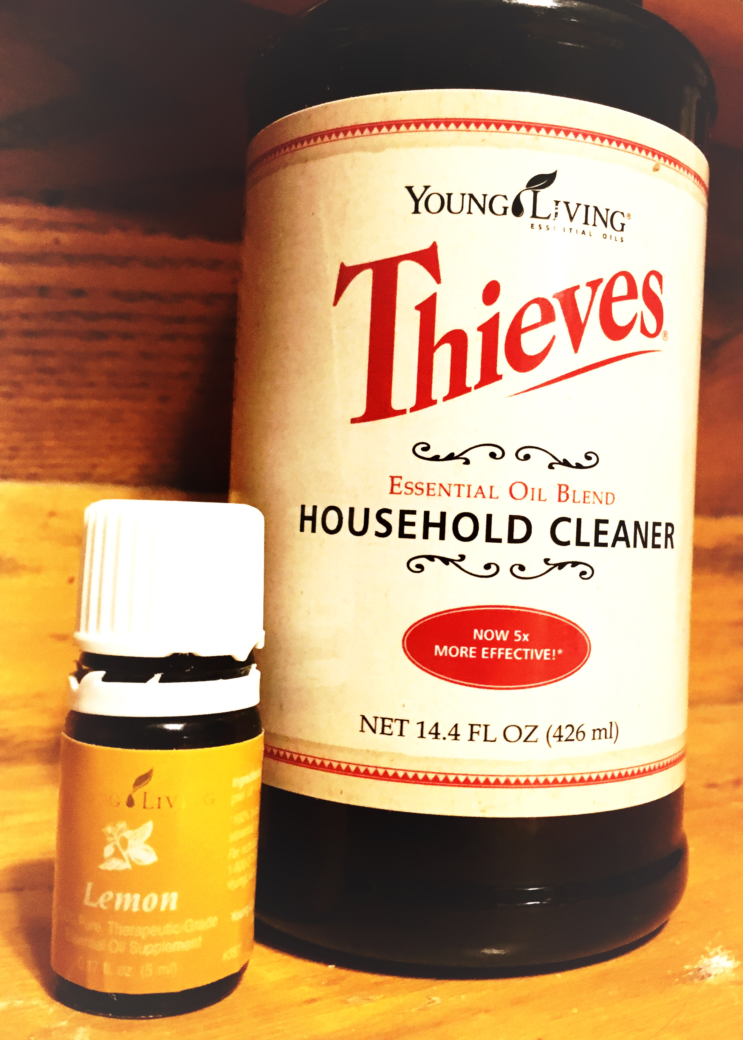 It's easy to achieve that a fresh, holiday-ready sparkle with the power of Thieves Household Cleaner + Lemon.