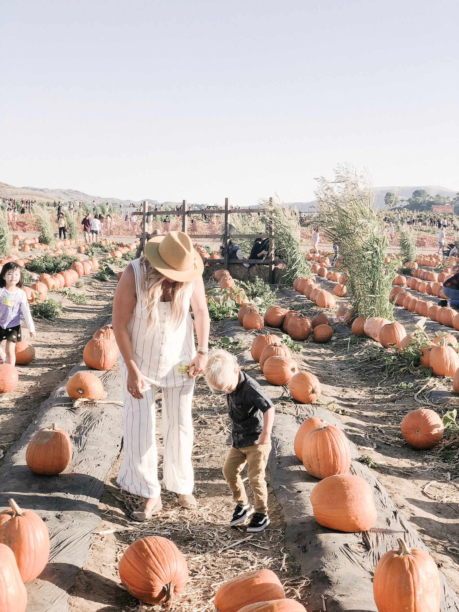 tanaka farms pumpkin patch candid mom style.JPG