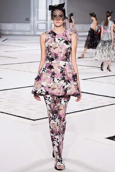 Vanessa Moody on the runway at Giambattista Valli Haute Couture 8
