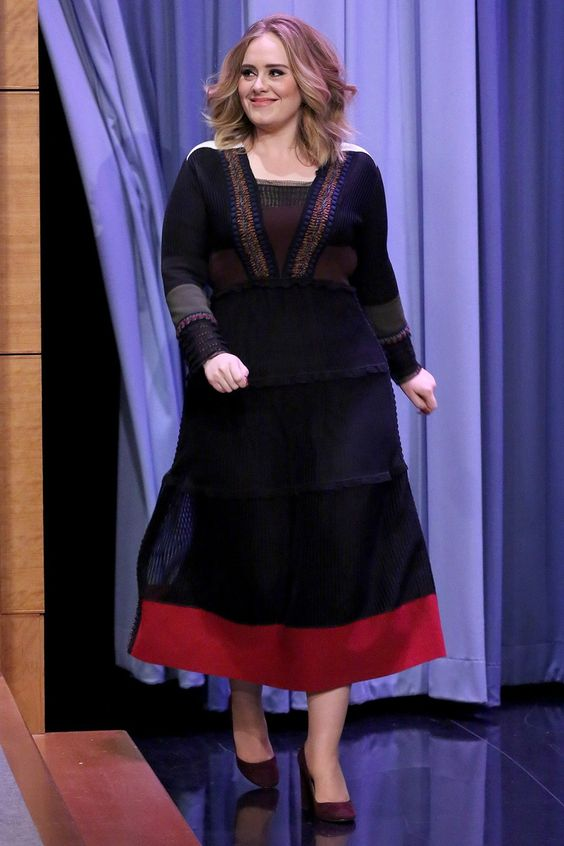 Adele wears Valentino on the Tonight Show with Jimmy Fallon 2015