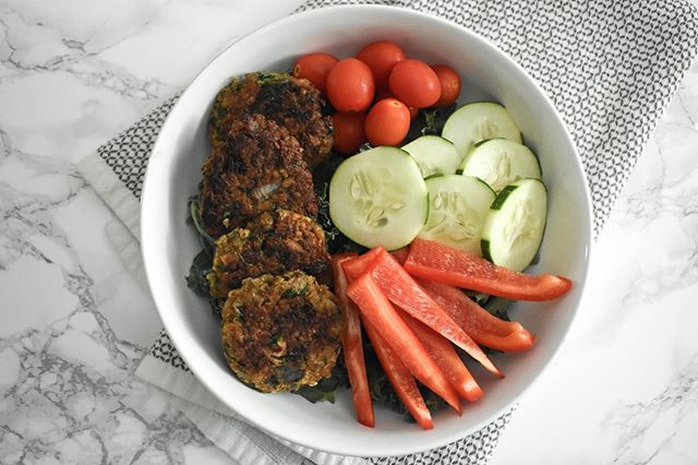 My blog these days really just serves as a way to save all of my favorite recipes for easy access. Grab the recipe for one of my favorite recipes ever, falafel, by tapping the link in my bio!