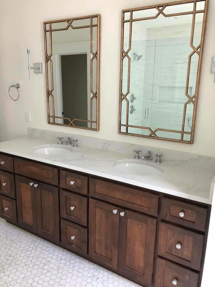 Traditional Master Bathroom - Interior Design by Laura Design Co.