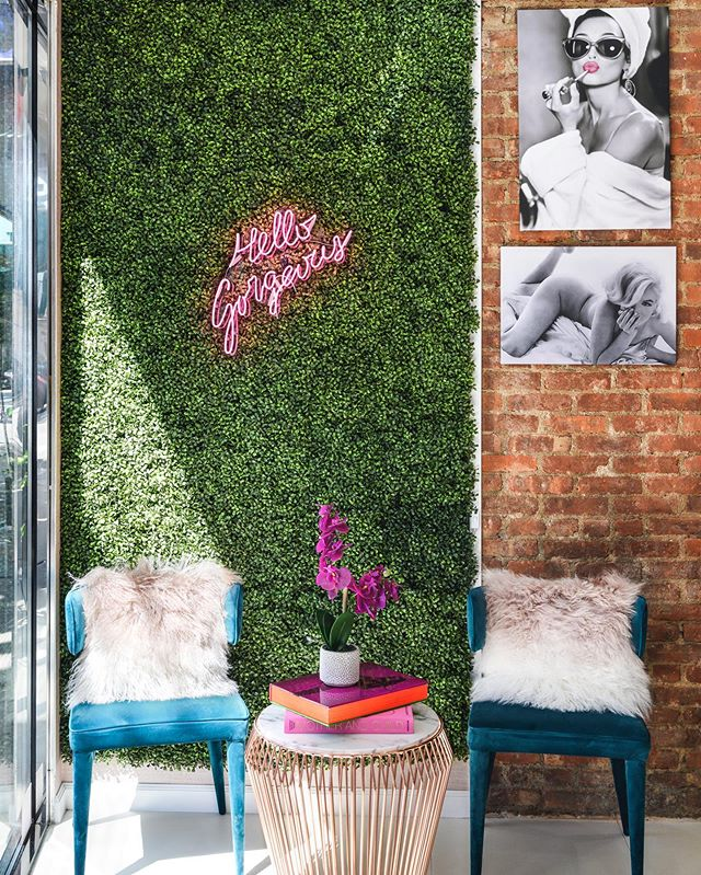 No reception is complete without a glamorous (and #instagramable ) waiting area and some colorful @assouline coffee table 📚 to make time fly! Passersby be like 😲 @glamglowmedspa @haphotography.nyc #receptiondesign #gorgeouswaitingarea #instagramwalls #hellogorgeous #studiobigny
