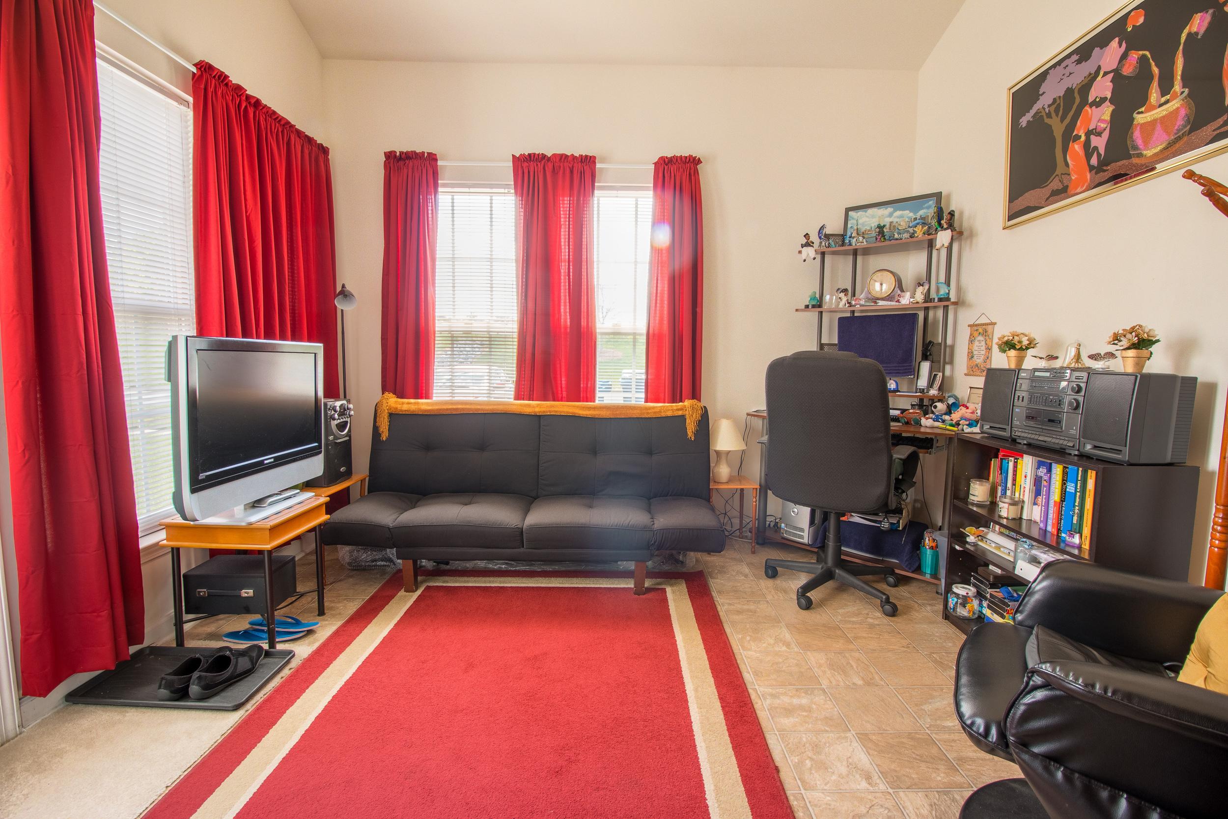 Side Room 1.jpg