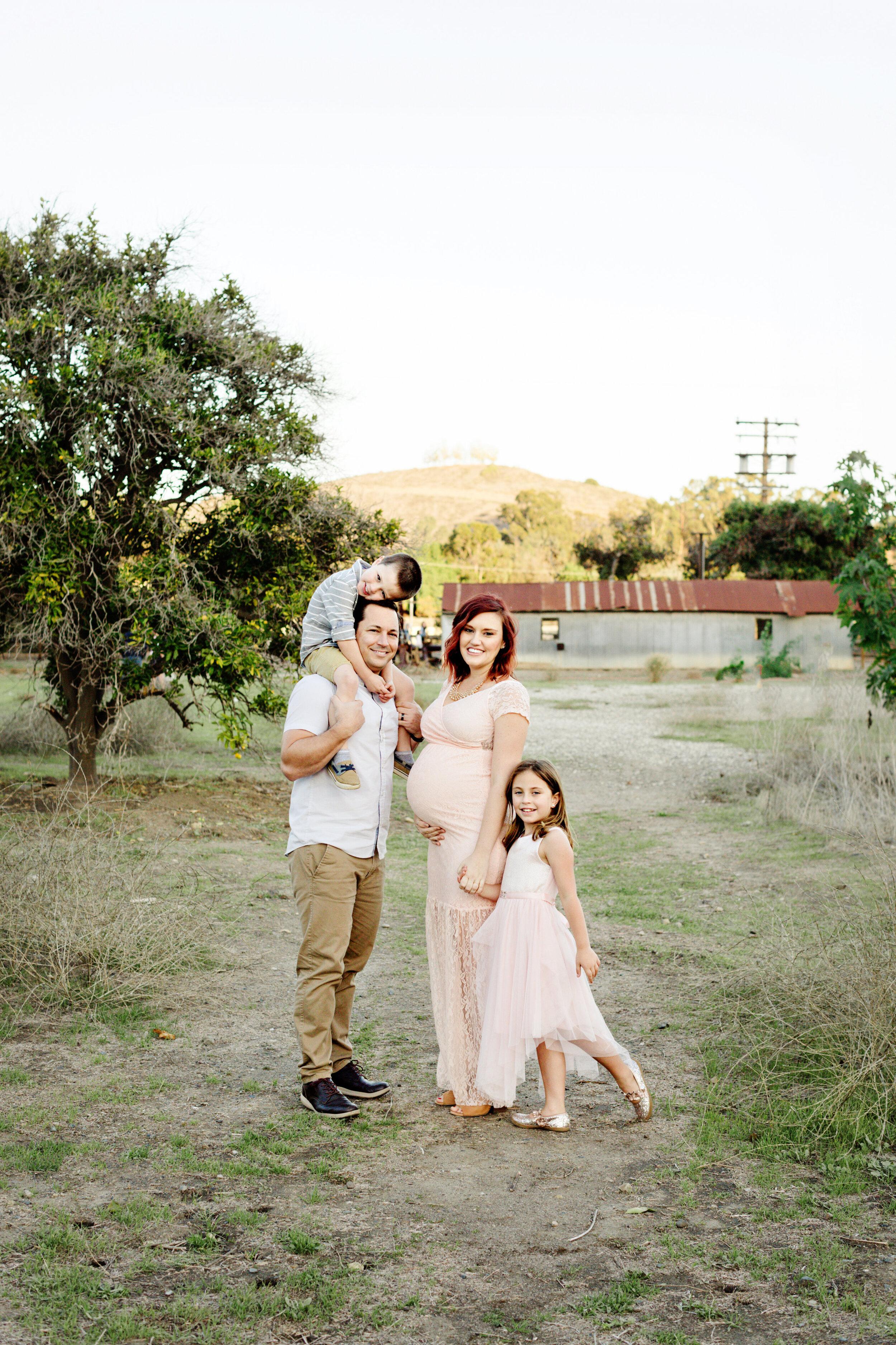 Amber Enriquez maternity family session-0002.jpg