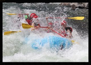 Truckee River - introductory/beginner (class III) whitewater rating trips. Half-day trips Leave at 9:00 and 1:30 daily close to Truckee fun for whole family.