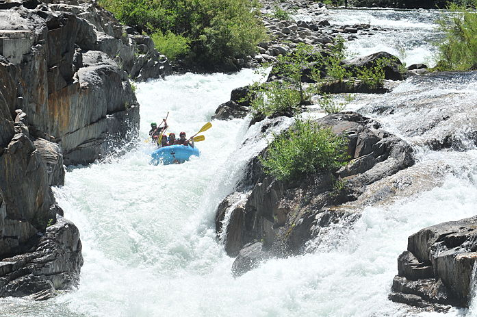 Truckee River Full-Day Whitewater Rafting TripClass III-IV (intermediate) -