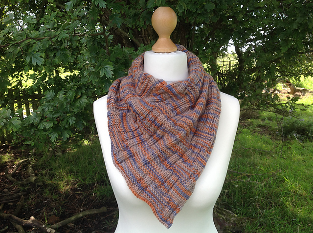 Highland Ridge Cowl - This pattern was designed for the Fall 2017 Outlander KAL/CAL.Requirements:254 yards of DK weight**Please pay attention to the length of your selected yarn as different bases vary in length**As shown: Murtagh on Sustainable DKFor custom colors/bases click HERE
