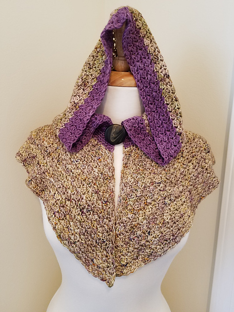 Highland Moor Capelet - This pattern was designed by Kim Simpson for the Fall 2017 Outlander KAL/CAL.Requirements:500-750 yards of DK weight**Please pay attention to the length of your selected yarn as different bases vary in length**As shown:Mary Hawkins and Purple Dreams on Silky DKFor custom colors/bases click HERE