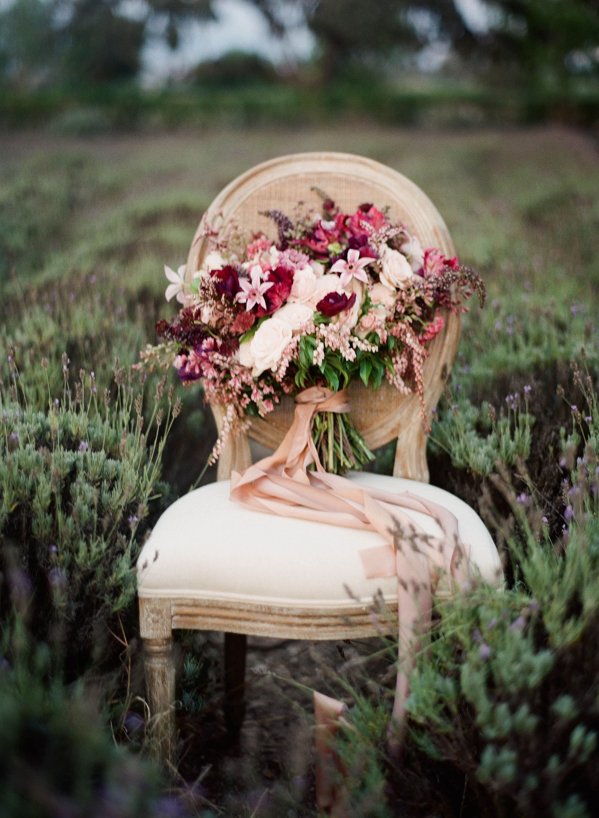 """A little throw back to my very first styled shoot that got published (in  Style Me Pretty  nevertheless), which leads to my very first real clients from a vendor from this shoot! Yes, so many memorable """"first"""" here! Photography by  Jennifer Kulakowski ."""