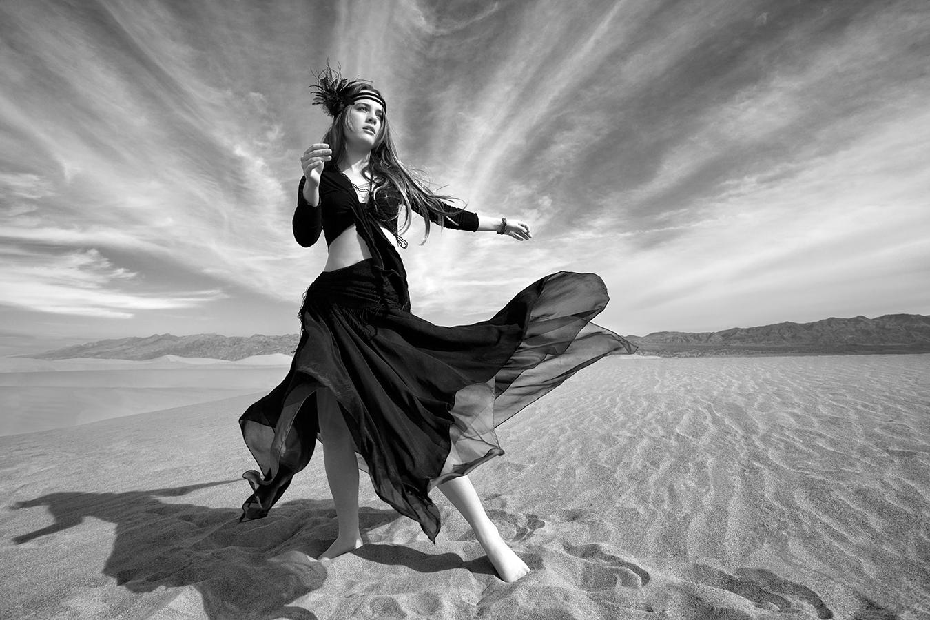 DancerB&W.jpg