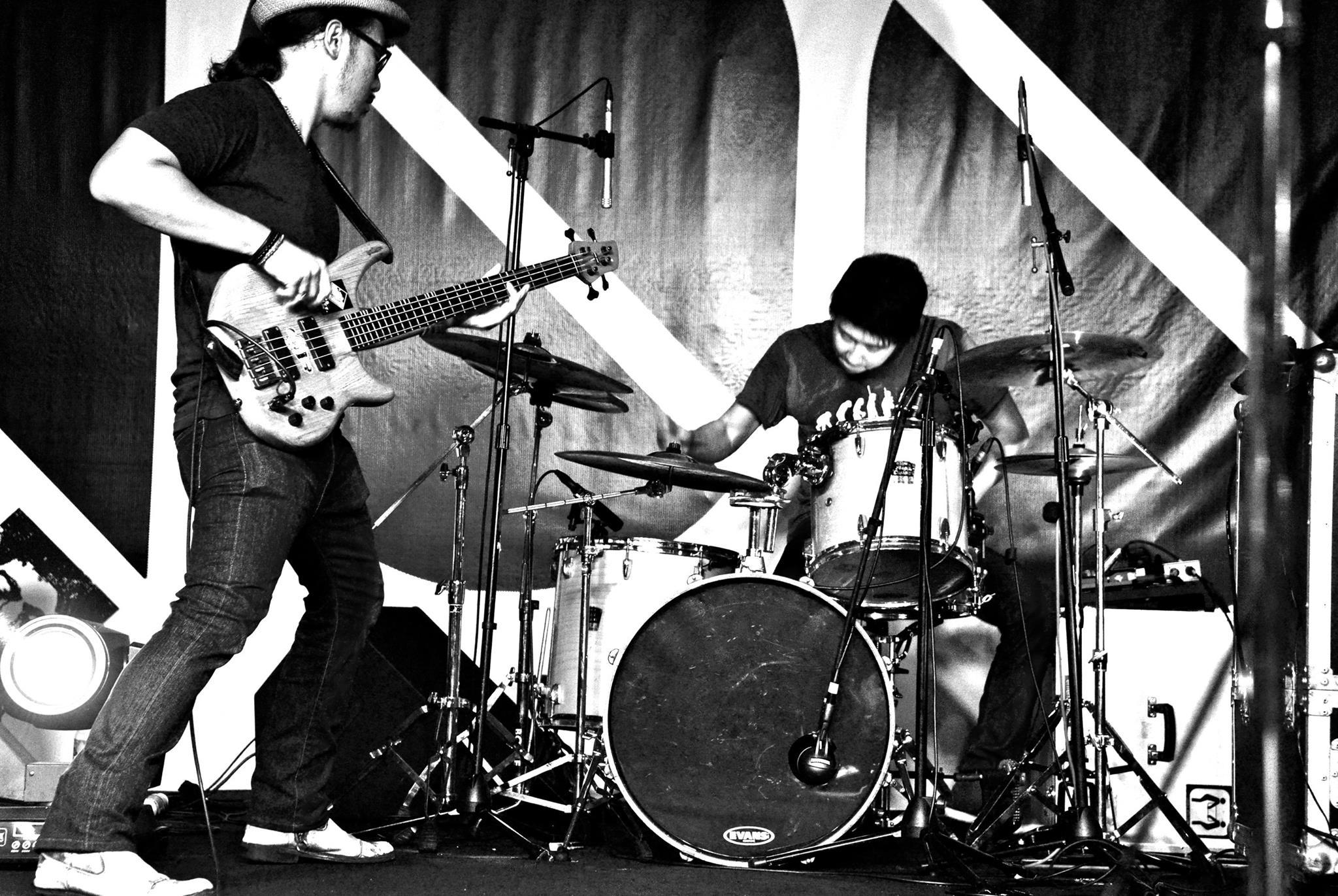 Band_1.jpg