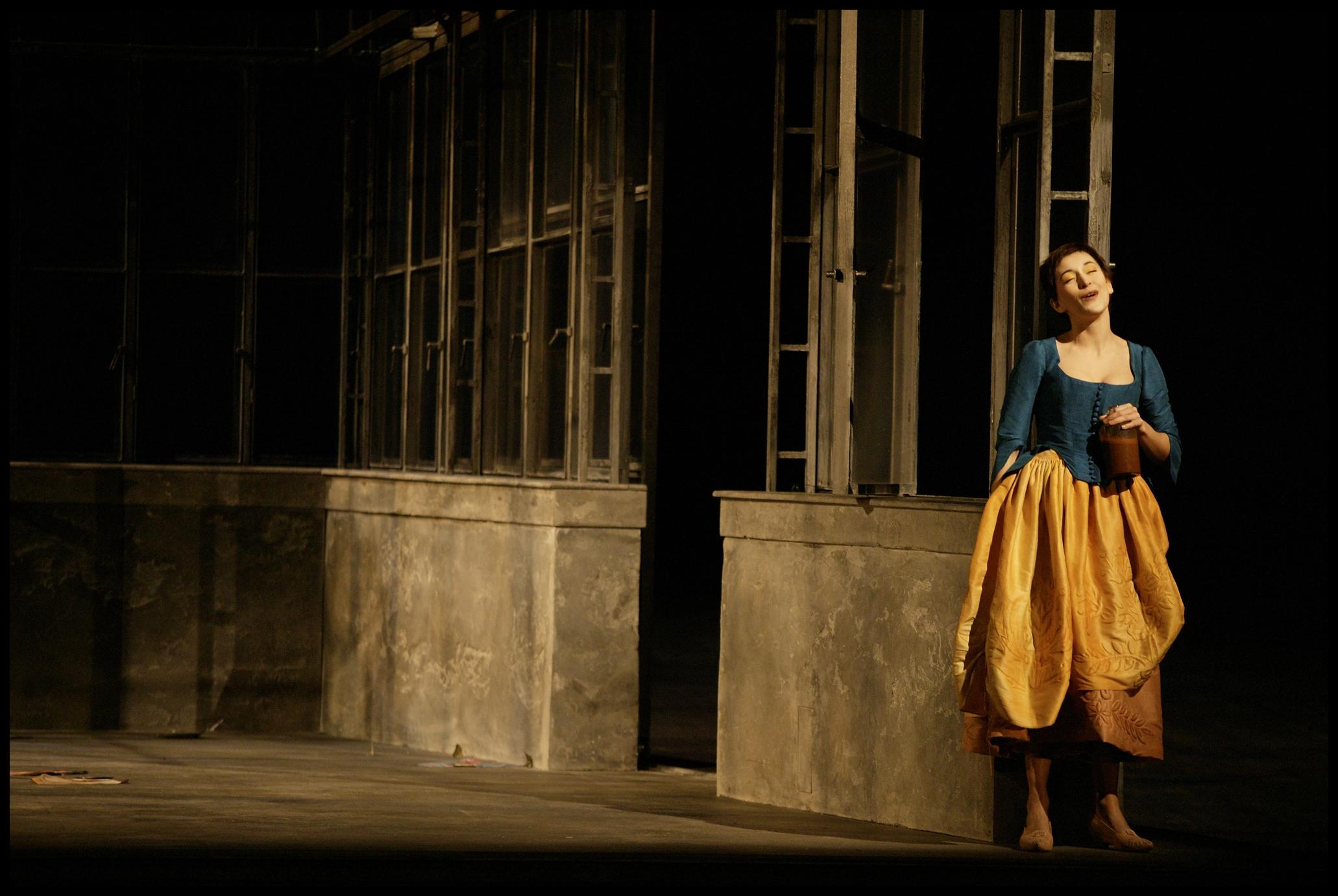 WebOldstage4 - CosiFanTutte2006 ©LaMonnaie.jpg