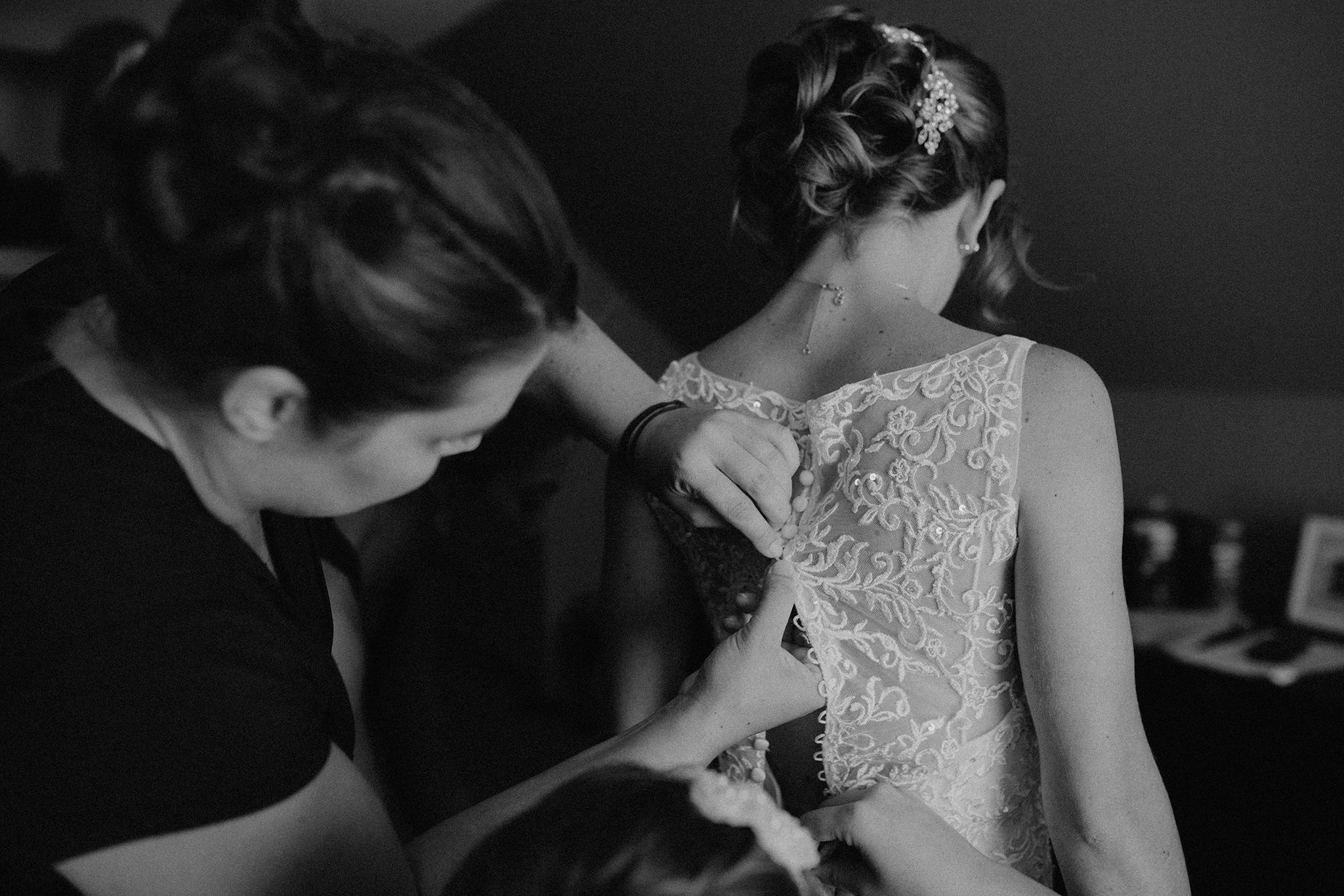 vermont-wedding-photographer-bride-getting-ready-2.jpg