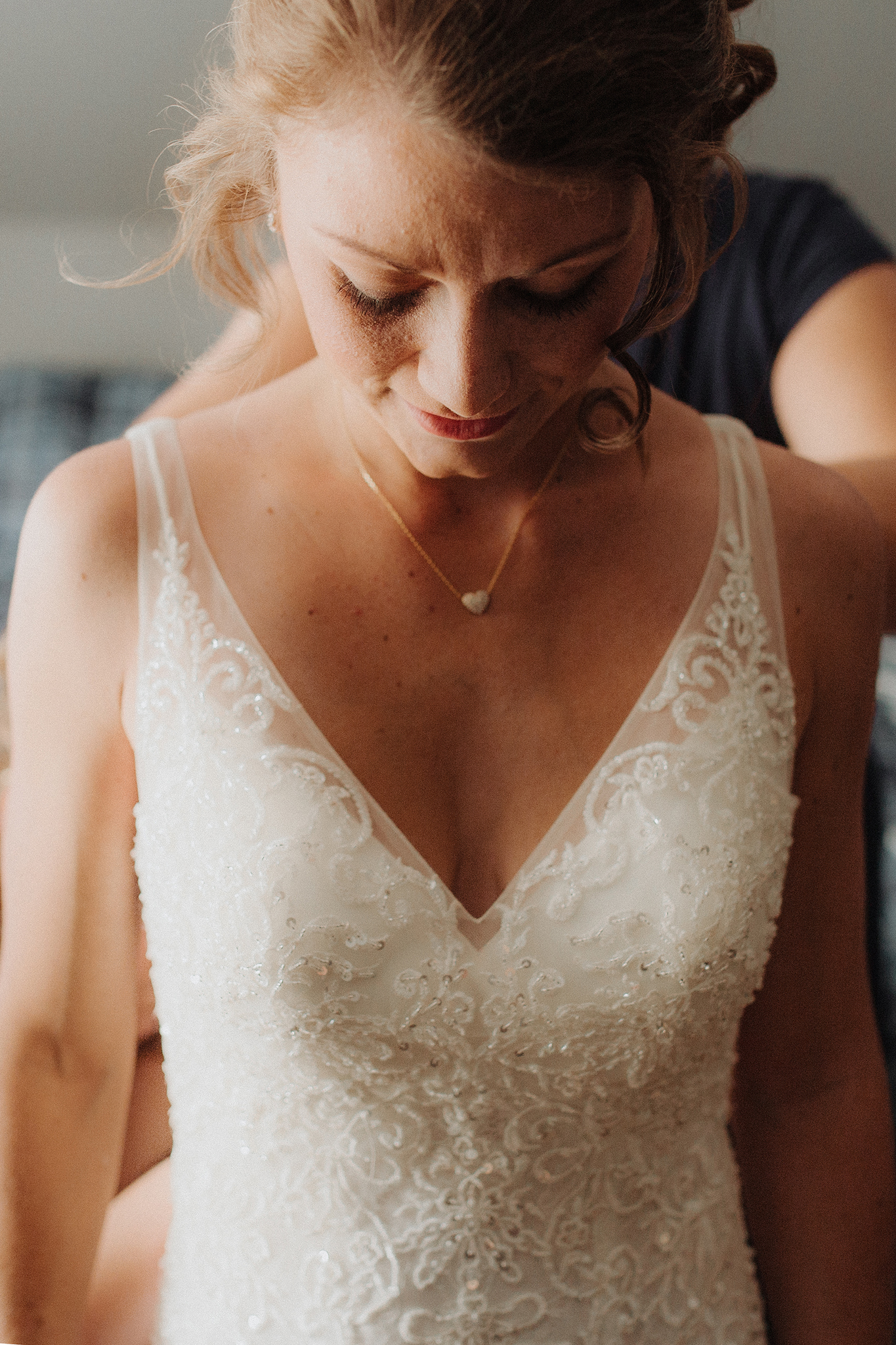 vermont-wedding-photographer-bride-getting-ready-1.jpg