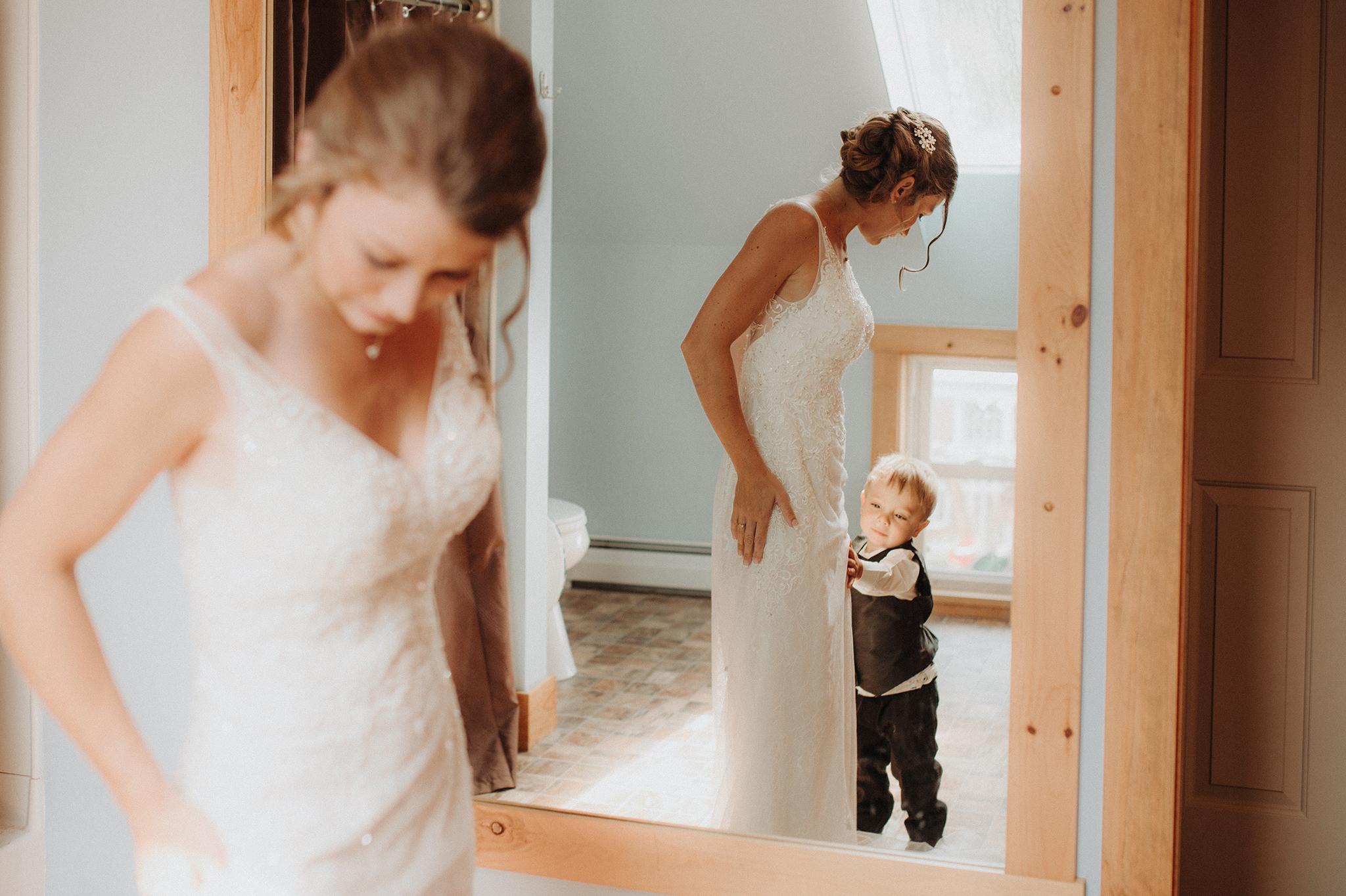 vermont-wedding-photographer-bride-getting-ready-with-kids.jpg