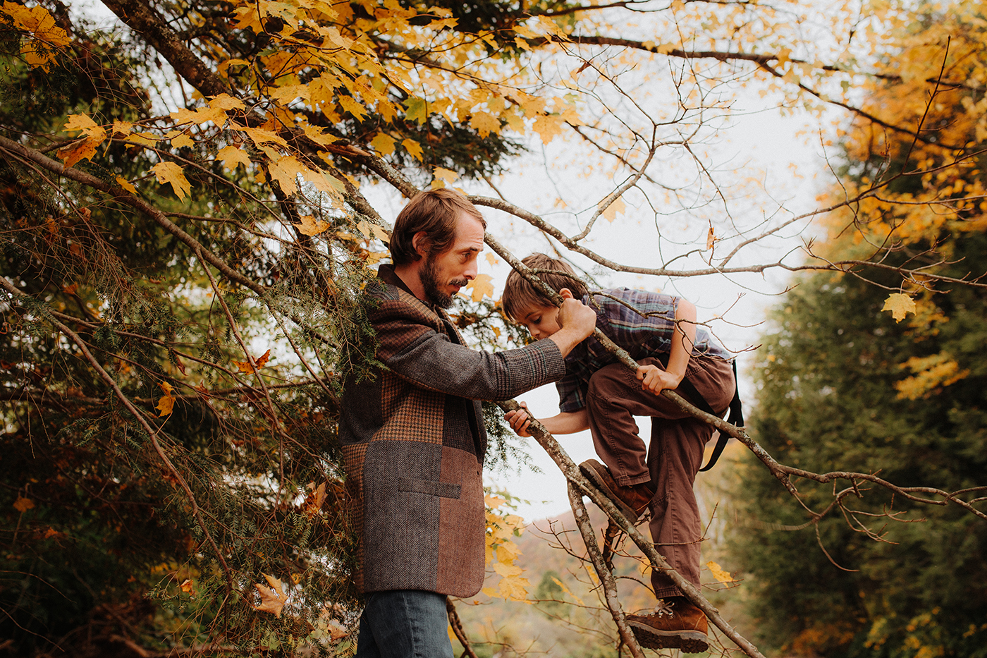 vermont-outdoor-family-portraits-autumn-father-son.jpg