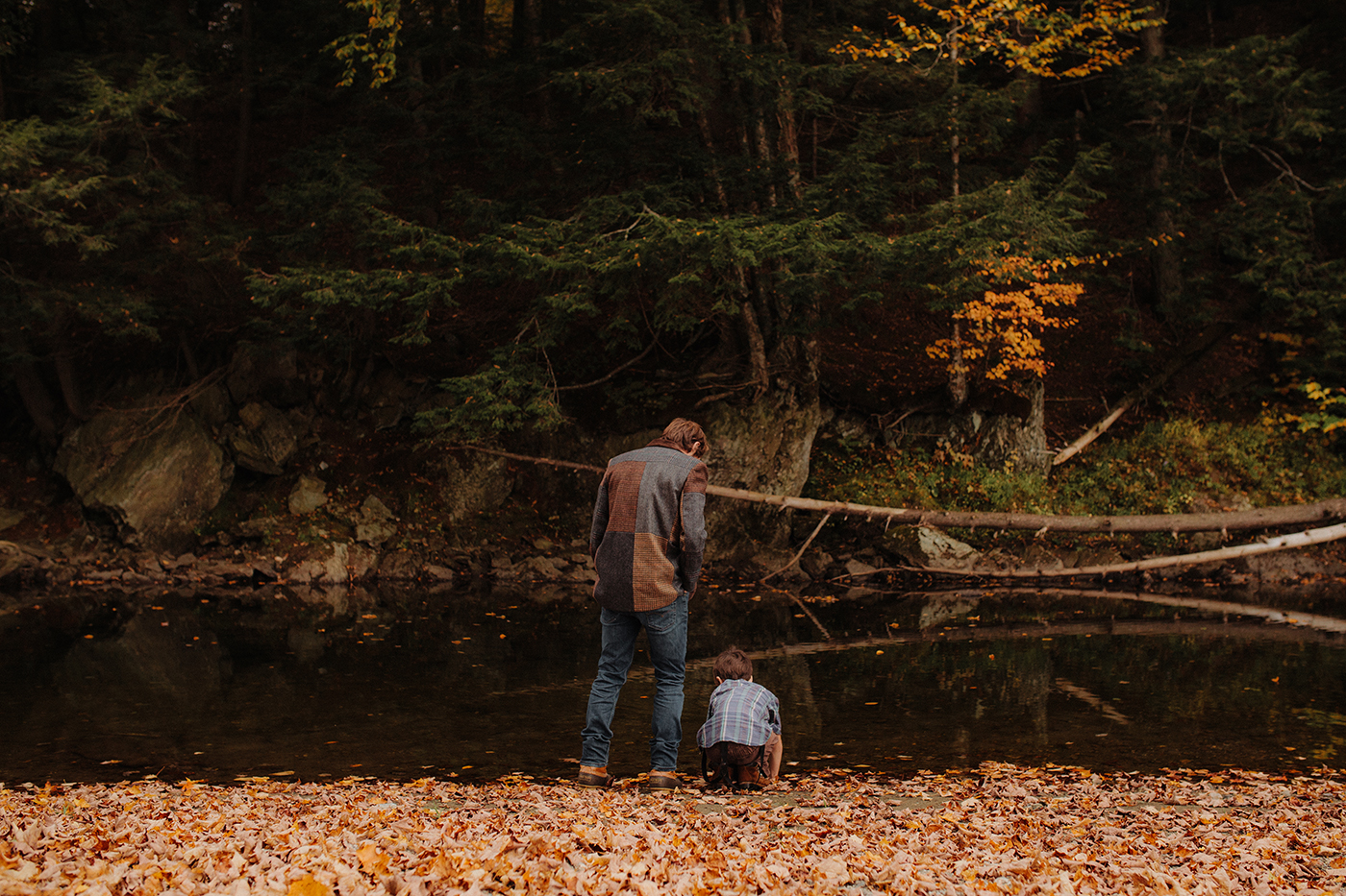 vermont-outdoor-family-portraits-autumn-son-father-river.jpg