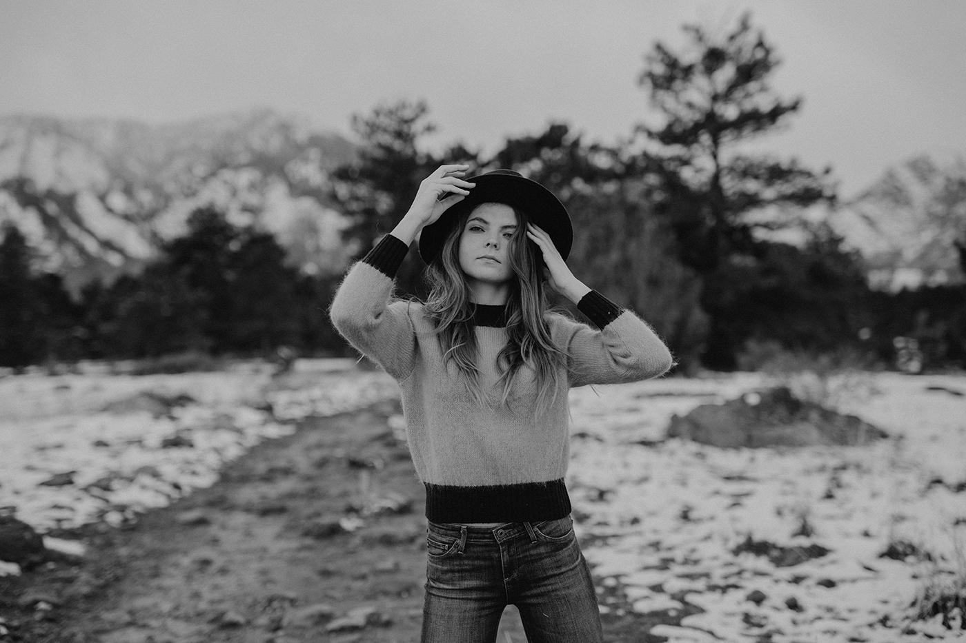 boulder-colorado-winter-snowy-trail-portrait-photographer-00001.jpg