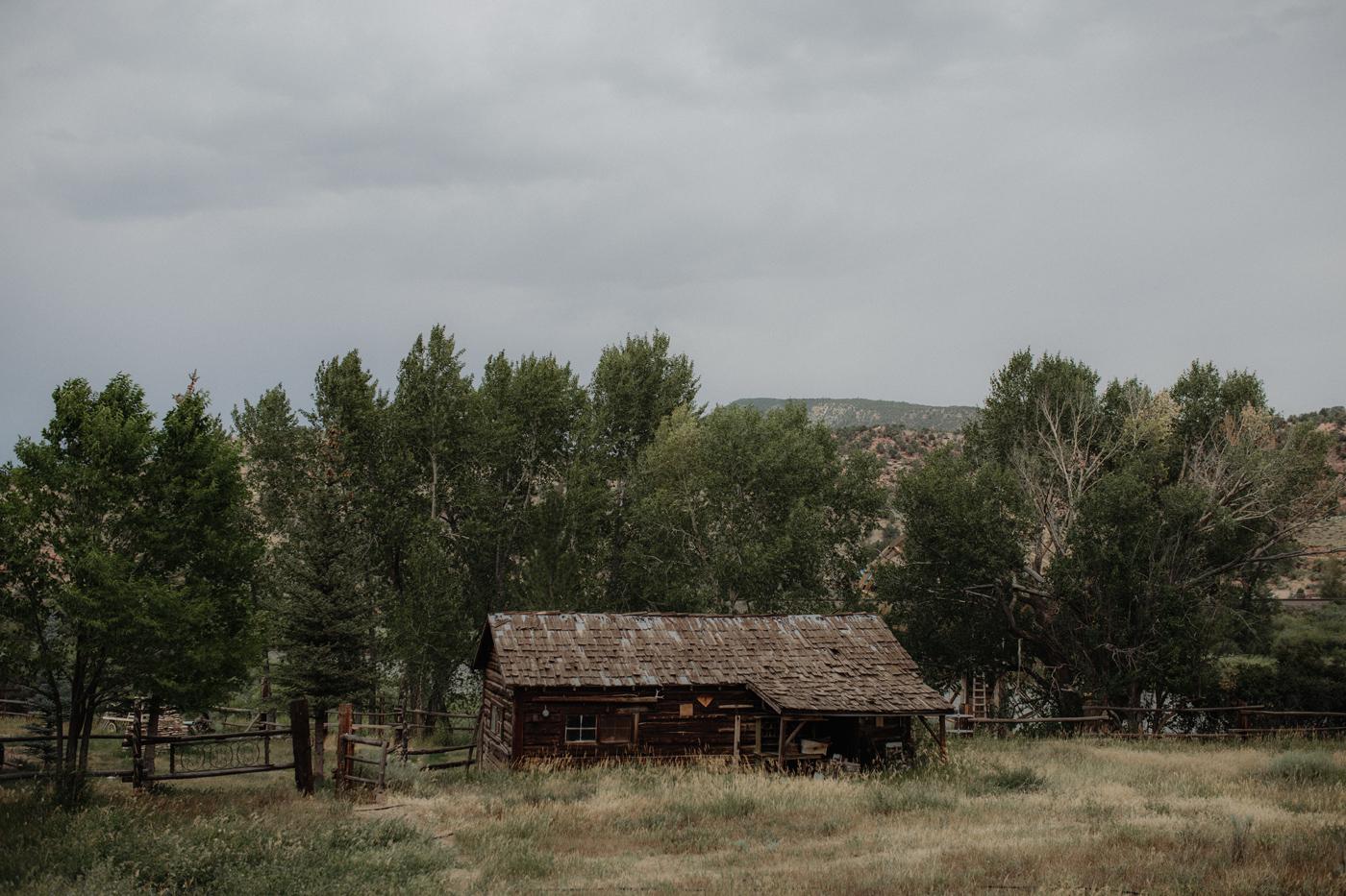 003-jones-max-colorado-ranch-engagement-photos.jpg