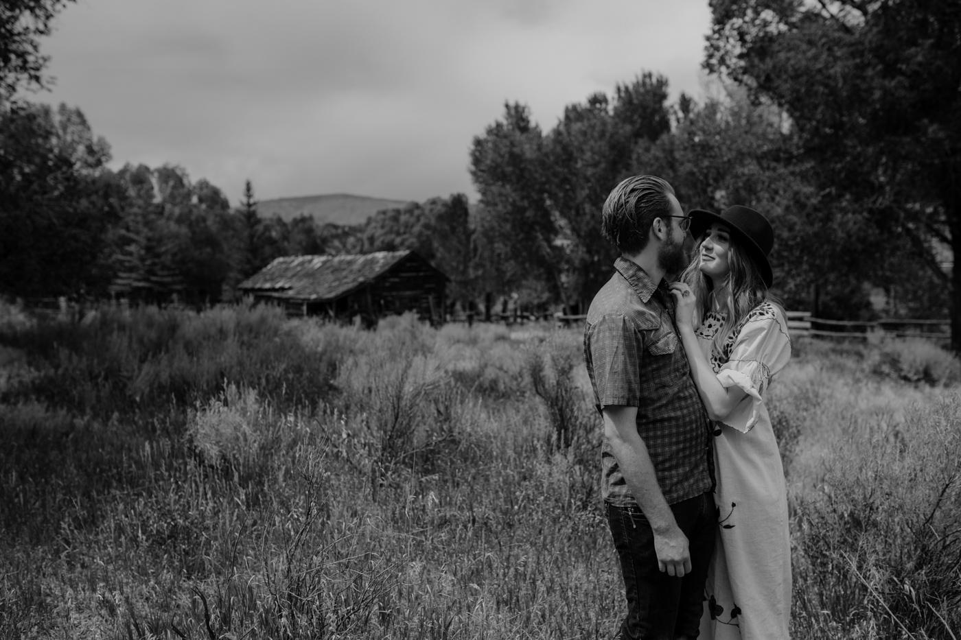007-jones-max-colorado-ranch-engagement-photos.jpg
